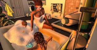 Taelor and Siddy getting a bath